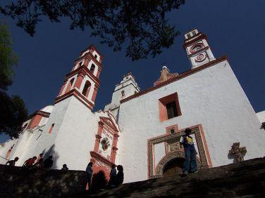800px-San_Francisco_Convent_in_Tepeapulco,_Hidalgo,_Mexico